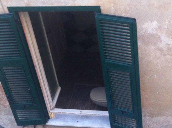 Hotel San Pietro Palace: no cierran la ventana nunca