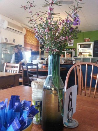 Vancouver Street Cafe : Nice wild flowers on each table