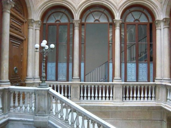 Hotel Lauria : Central staircase to apartments