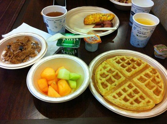 Hampton Inn & Suites- San Luis Obispo: Hampton Inn San Luis Obispo Breakfast