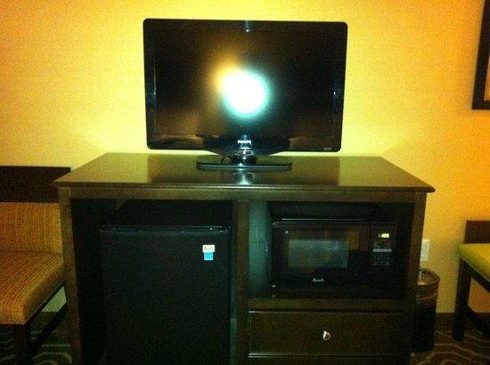 Hampton Inn & Suites- San Luis Obispo: Hampton Inn San Luis Obispo TV Refrigerator Microwave
