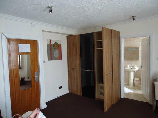 Ascot Hotel: Bedroom