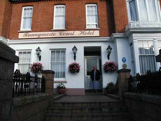 Runnymede Court Hotel : direct view of the front door