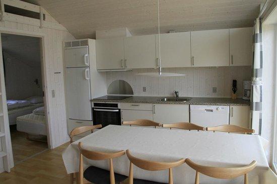 Skærbæk Fritidscenter: Køkken og spiseplads i feriehus