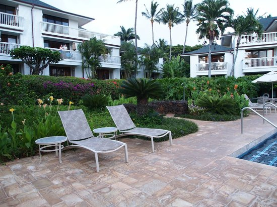 Poipu Kapili: View looking up from pool area