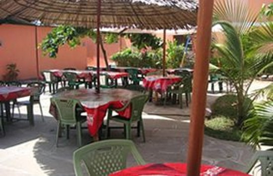 BREEZES HOTEL- SHANZU: Open air Restaurant