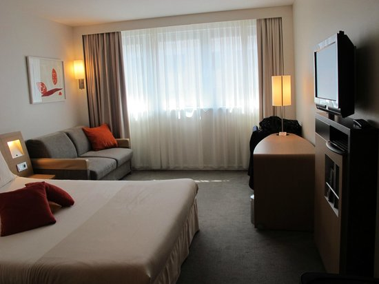Novotel Wien City: King Bed plus Sofa Bed.