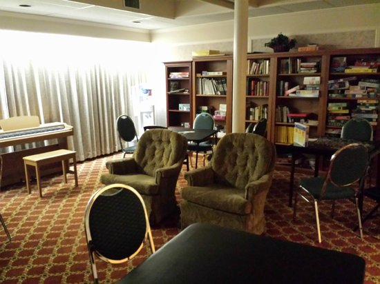 Royal Scot Hotel & Suites: Games room