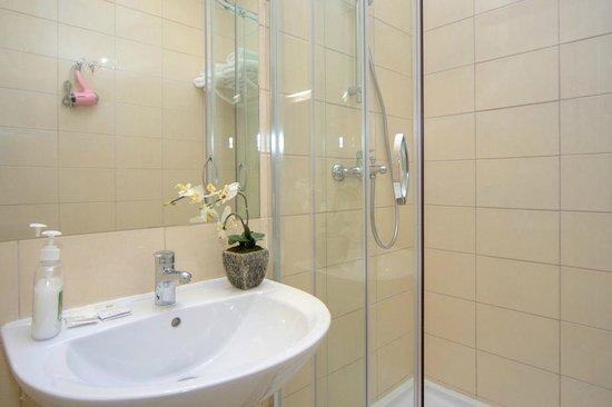 Sunday Apart Hotel: Bathroom