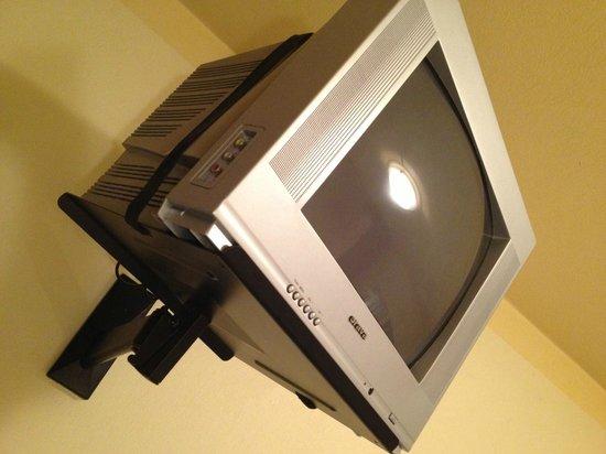 Hotel Rajsky: heavy old TV