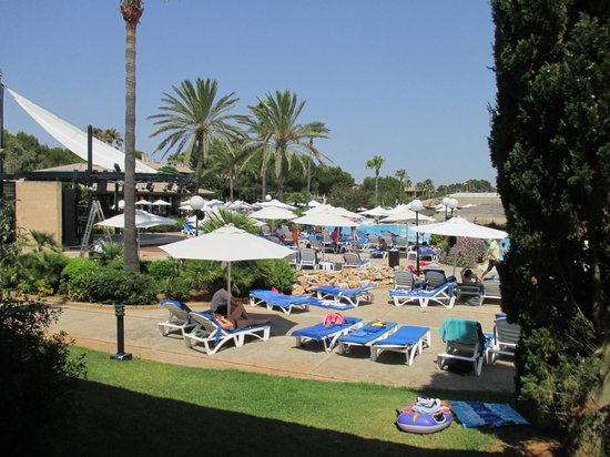 Blau Colonia Sant Jordi Resort & Spa: udsigt over pool området