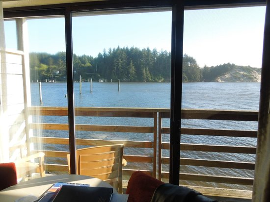 River House Inn: Looking through our room to the river
