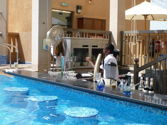 Pool with swim up bar picture of sofitel dubai jumeirah - Jumeirah beach hotel swimming pool ...