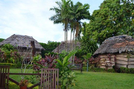 Samoan Outrigger Hotel: Yard