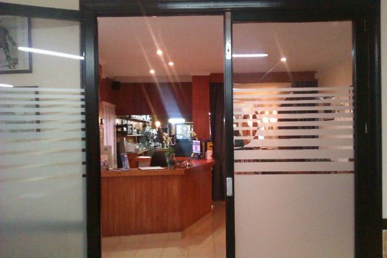 Figuera Park Hotel: towards reception and the bar from the lounge