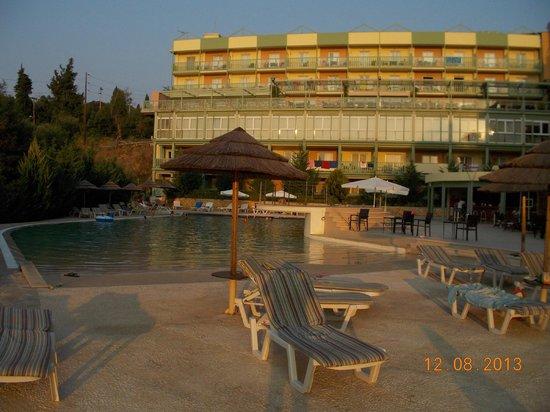 Ariti Grand Hotel: Πισίνα