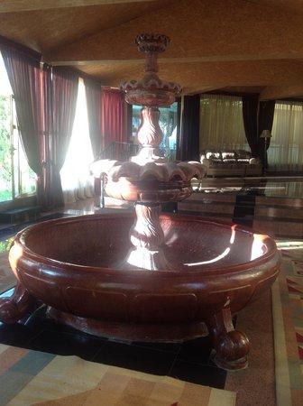 Hotel Baymyrza-Sapar: Hotel lobby