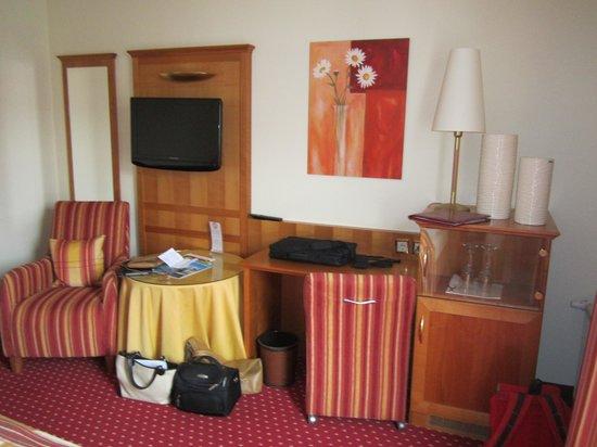 Hotel-Restaurant Kunz : flatscreen + kluis + minibar
