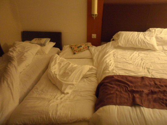 Premier Inn Bicester Hotel: Very small family rooms !