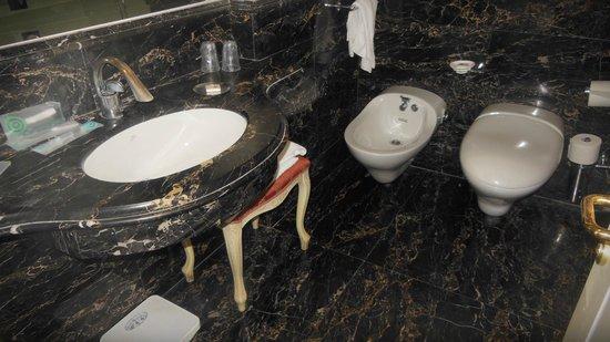 Trilussa Palace Congress & Spa: Bathroom