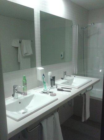 Hotel Playa Azul: lavabo habitacion