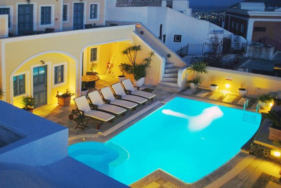 Anteliz Suites: The pool terrace