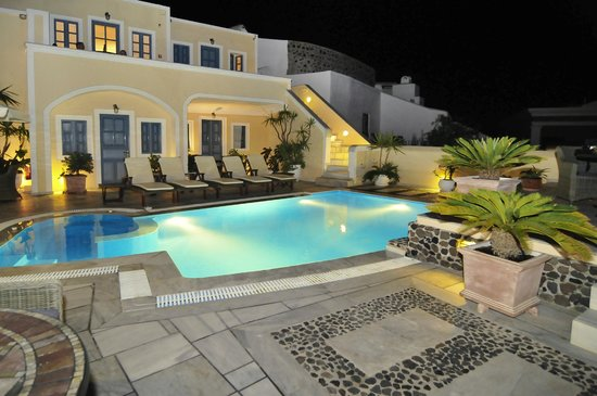Anteliz Suites: Our pool terrace