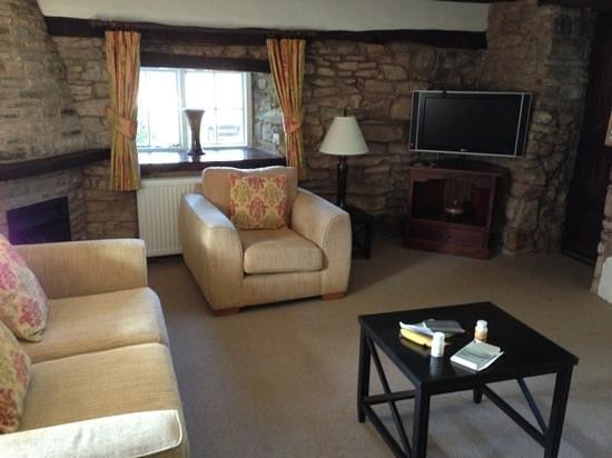 Tudor Farmhouse Hotel: Reception area of the Cottage Suite