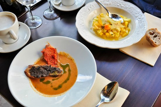 La Poule au Pot: Gaspacho with tapenade, and tropical fruit salad
