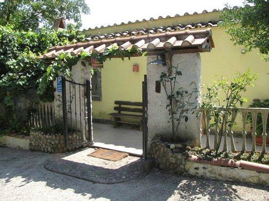 Locanda Dell'orchidea Selvaggia: Entrance to the restaurant