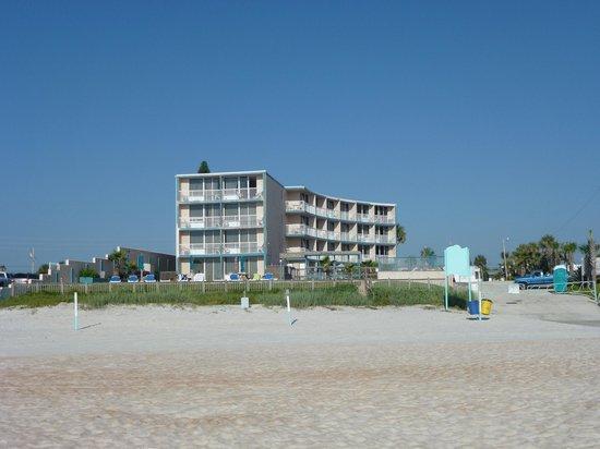 Cove Motel Oceanfront: Hôtel vue de la plage