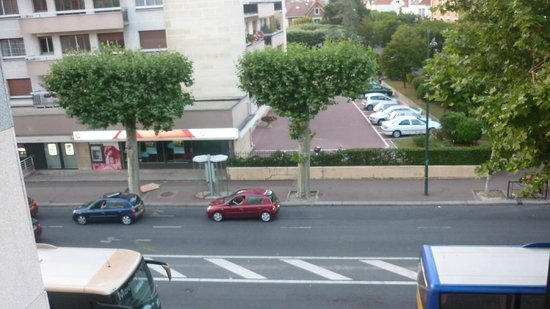 Kyriad Prestige Joinville Le Pont : View from room