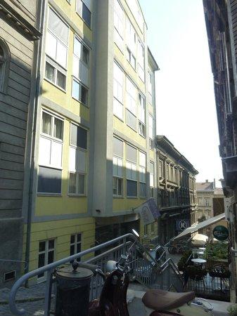 Carlton Hotel Budapest: Hotel outside
