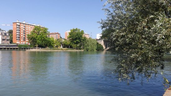 Kyriad Prestige Joinville Le Pont : Local river, a five minute walk