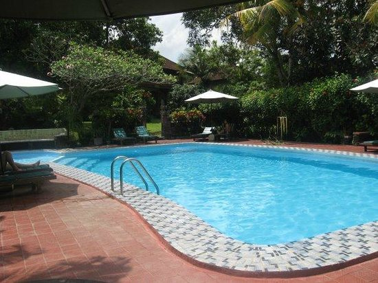 the pleasant pool at Melati Cottages