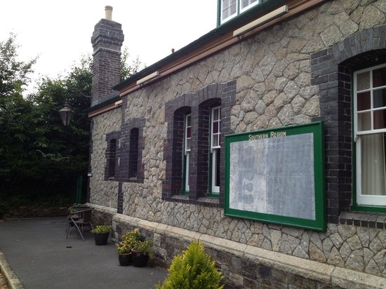 Old Tavistock Railway Station Cottages: Front of he Porters Office