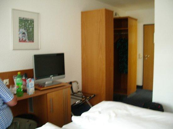 Neotel Stuttgart: Standard room