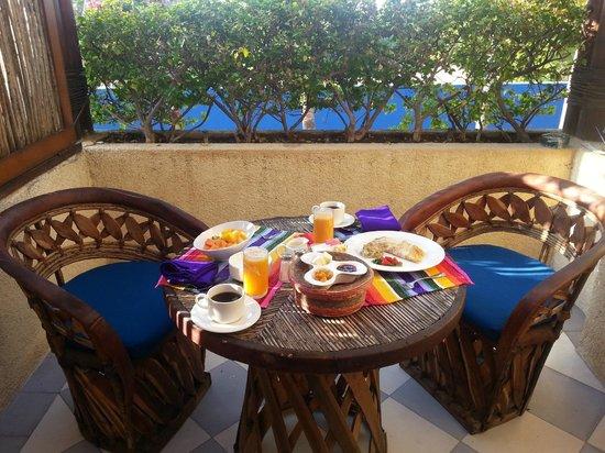 colazione servita sul terrazzo - casa natalia