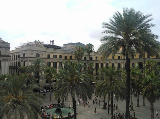 Roma Reial Hotel: view from the room