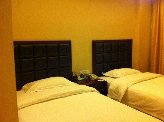 Yiyang, China: Twin sharing room