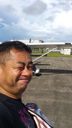 Guam Museum: 飛行機操縦が終わって余裕の笑顔です。