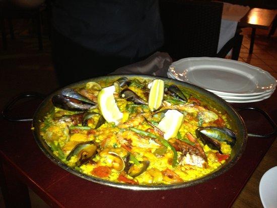 El Salmon: Paella