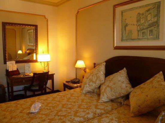 Hotel Roger De Lluria Barcelona: Room