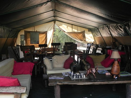 Porini Mara Camp: The relaxation & dining room