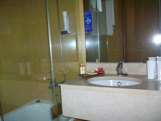 Hotel Porto Antigo: Bad