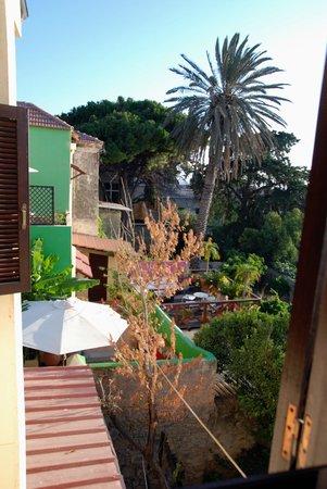 Nikos Takis Fashion Hotel: vista desde el cuarto de baño