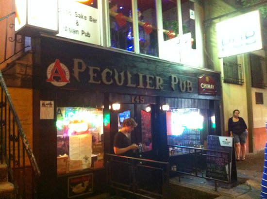 Uncle Sam's New York Walking Tours: one of the many stops during the night, The Peculiar pub