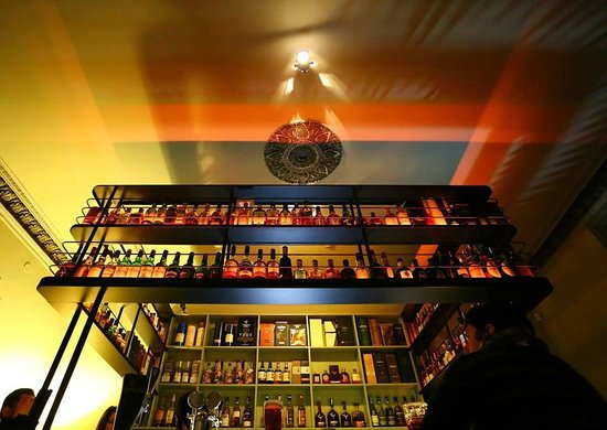 King & Mouse - Whisky Bar & Shop: The Bar