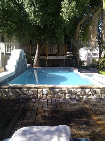 Protea Hotel by Marriott Stellenbosch Dorpshuis & Spa: Relaxing by the pool in March