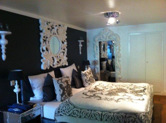 Sir & Lady Astor Hotel : Il letto e l'arredo